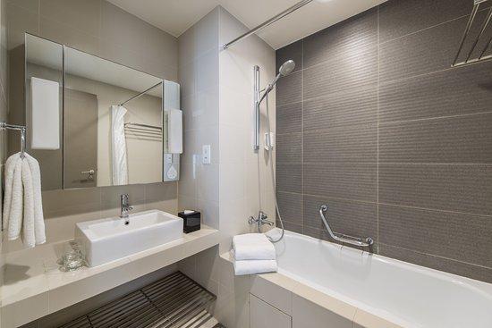 Citadines Mount Sophia Singapore: Bathroom of 1 Bedroom Executive apartment