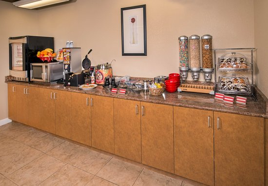 Clinton, MD: Breakfast Buffet