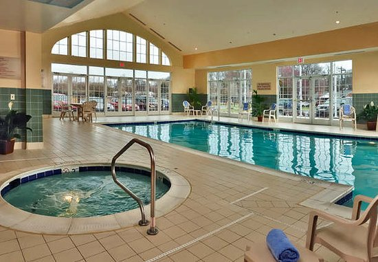 Clinton, MD: Indoor Pool & Spa