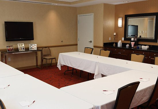 Waynesboro, VA: Meeting Room – U-Shape Setup