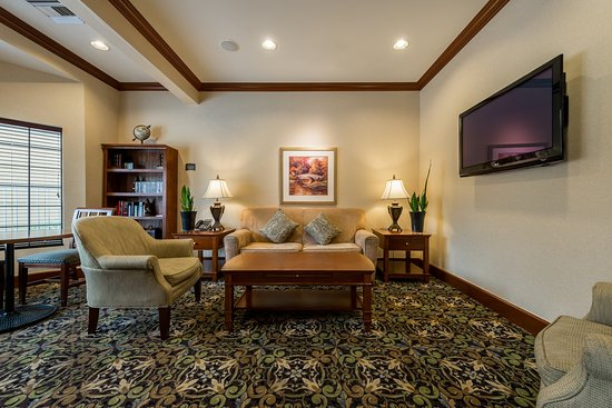 Staybridge Suites Gulf Shores: Relax and enjoy a book in our Hotel Library
