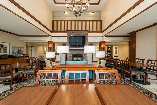 Staybridge Suites Gulf Shores: Relax and socialize in our Great Room