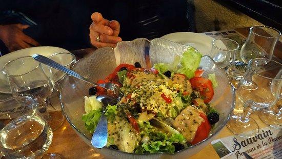 Saint-Bonnet-le-Courreau, Frankrig: Salade copieuse , variée et de qualité
