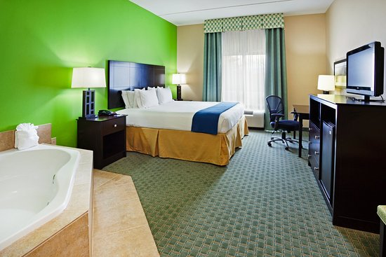 Holiday Inn Express Hotel & Suites Newport South: Enjoy a romantic evening or just relax!