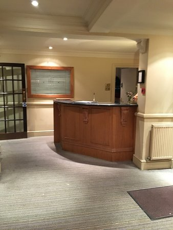 Datchet, UK: Staff were really friendly but the hotel let's them down