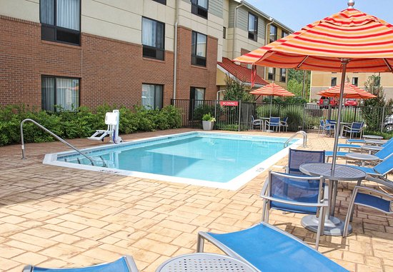 Huntington, Batı Virjinya: Outdoor Pool