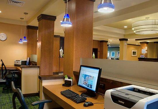 Fairfield Inn & Suites Madison East: Business Center