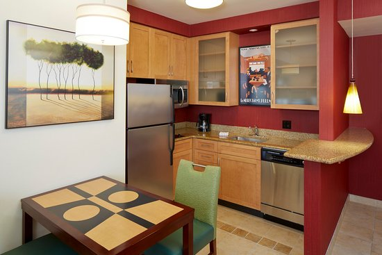 Lake Mary, FL: Studio and One Bedroom Suite Kitchen