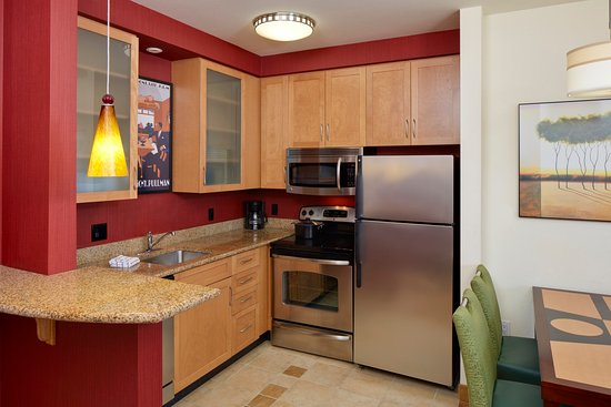 Lake Mary, FL: Two Bedroom Suite Kitchen