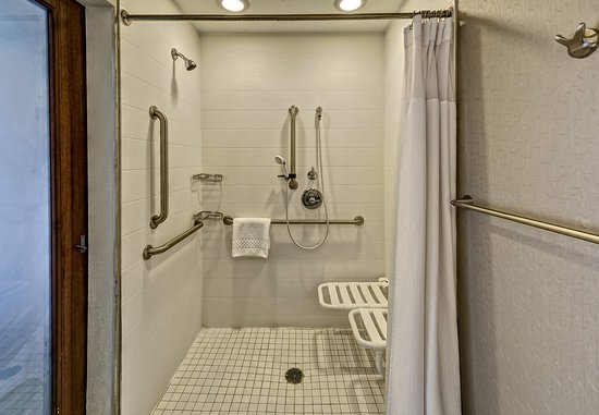 Moore, OK: Accessible Guest Bathroom - Roll-in Shower