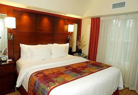 Yonkers, Nowy Jork: One-Bedroom Suite Bedroom