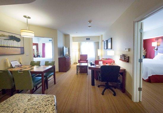 Yonkers, Nowy Jork: Two-Bedroom Suite
