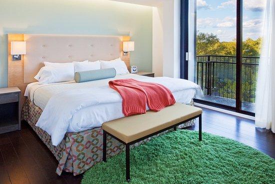Atenas, GA: King Bed Balcony Suite