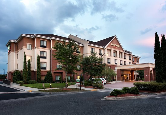 Courtyard by Marriott Jacksonville Northeast / Kendall Town
