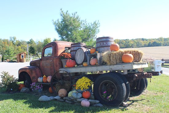 Sunbury, OH: Antique farm truck display in keeping with the theme