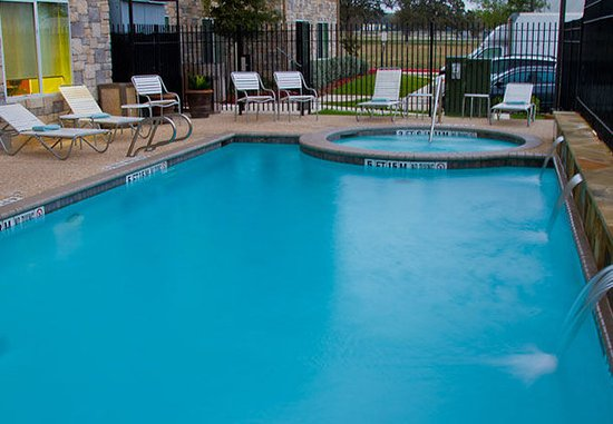 Fairfield Inn & Suites San Antonio Boerne: Outdoor Pool