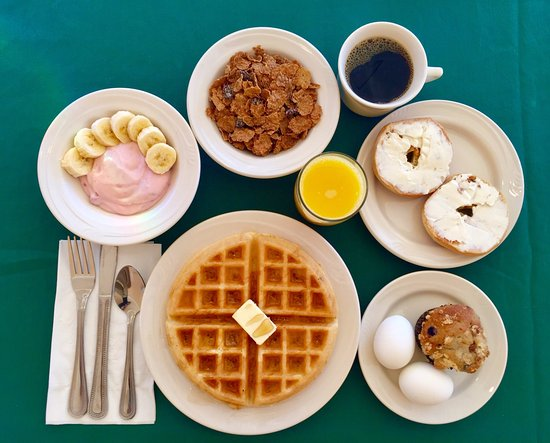Carmel Valley, Kalifornia: Sampling of our Complimentary Breakfast