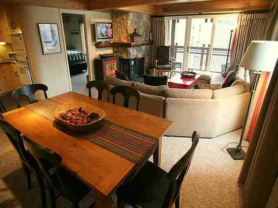 Lift One Condominiums: SUPERIOR 3 BEDROOM CONDO
