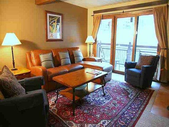 Lift One Condominiums: SUPERIOR 2 BEDROOM CONDO
