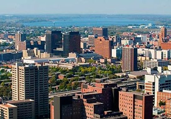 East Syracuse, Nova York: Syracuse Skyline