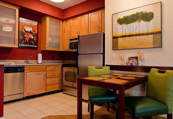Florence, AL: Suite Kitchen