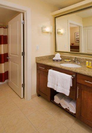 Florence, AL: Guest Bathroom