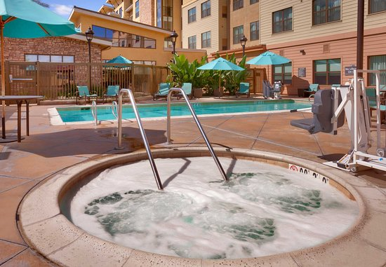 San Marcos, CA: Outdoor Pool & Spa