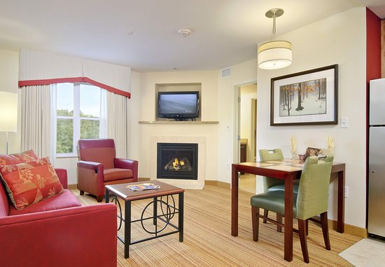 Colchester, Вермонт: One-Bedroom Fireplace Suite