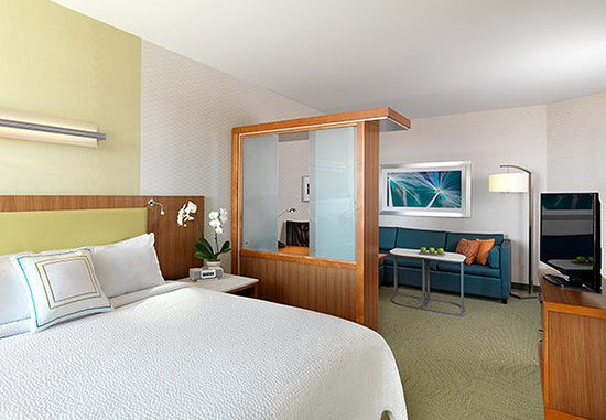 Ridley Park, Pensilvania: King Suite Sleeping Area