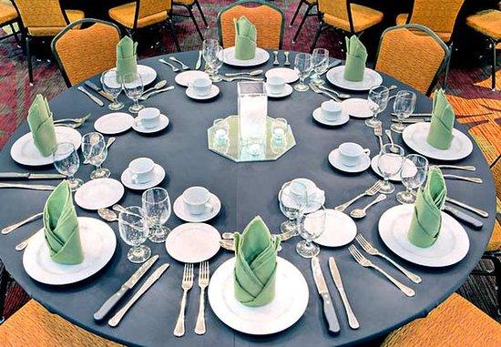 Houma, LA: Banquet Table