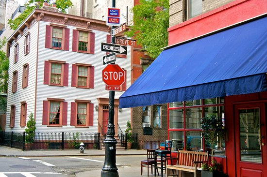 Courtyard New York Manhattan/SoHo: SoHo Neighborhood
