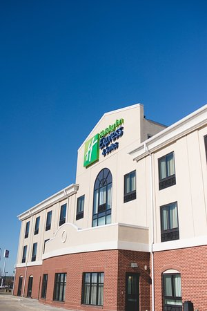 Morton, IL: Hotel Exterior