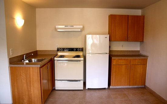 Aladdin Inn and Suites: Kitchen