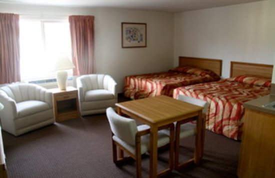 Aladdin Inn and Suites : Two Queen Suite