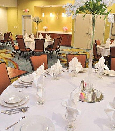 Baytown, TX: Texan Ballroom – Banquet Setup