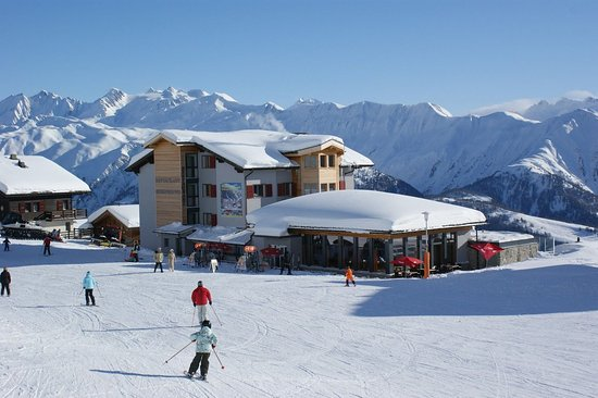 Fieschertal, Schweiz: Our restaurant, shop and appartments on Fiescheralp 2222m. At.