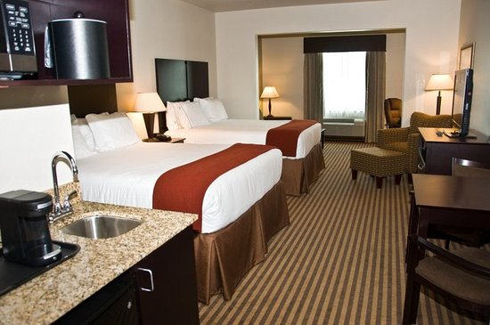 Holiday Inn Express & Suites Heber Springs : Suite room with double queen beds