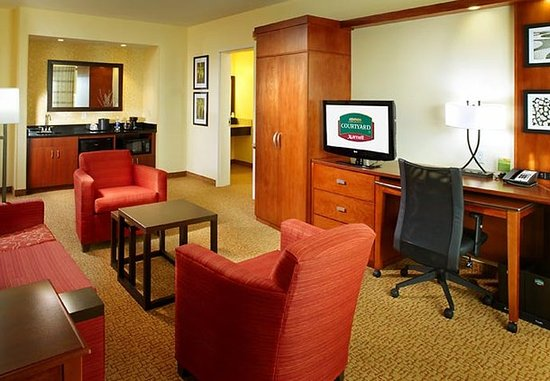 Washington, PA: King Suite