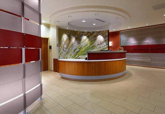 SpringHill Suites Columbus OSU: Front Desk