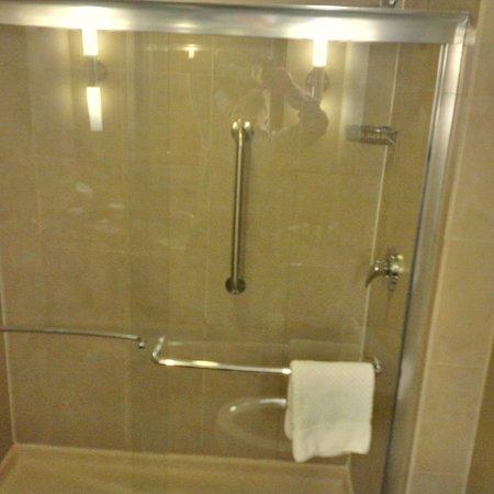 คอเราโปลิส, เพนซิลเวเนีย: Clean shower doors