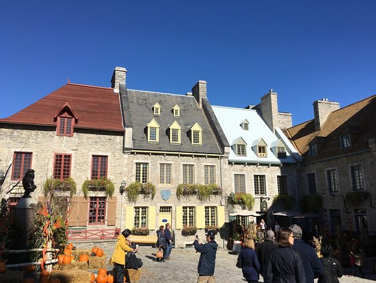 Lower Town (Basse-Ville): Historical town square!