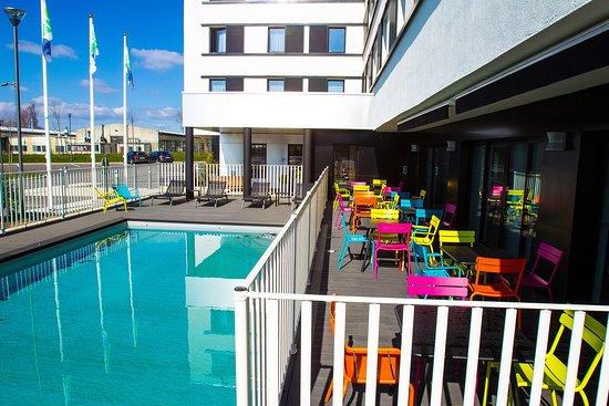 Saint-Apollinaire, France : Swimming Pool