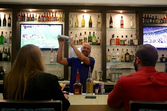 Del Mar, Kalifornien: Our talented mixologists will mix up the perfect drink for you!