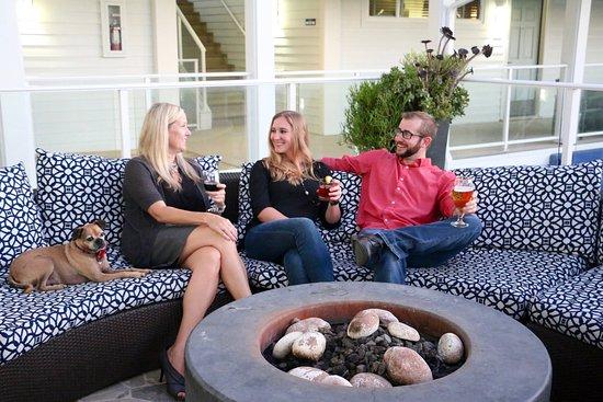Del Mar, Kalifornien: Grab a drink al fresco on the patio outside & enjoy the fire pits