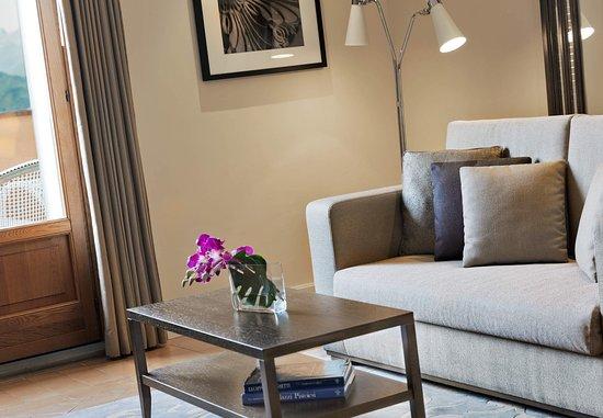 Castelvecchio Pascoli, Itália: Balcony Deluxe Suite - Living Room