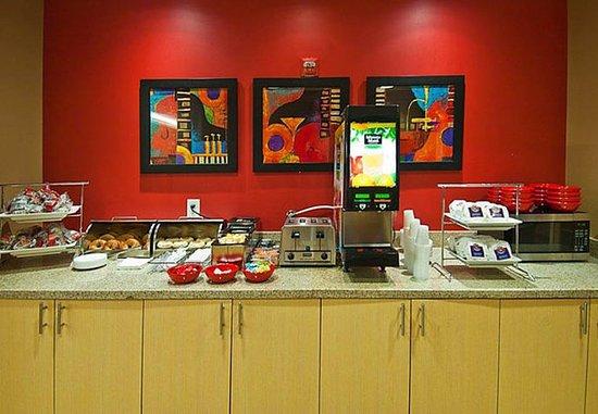 Gonzales, LA: Breakfast Buffet