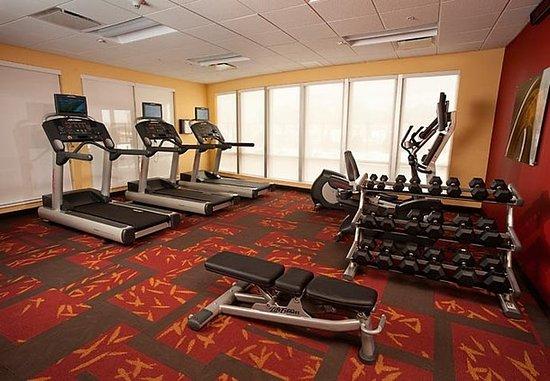 Courtyard Milwaukee Airport: Fitness Center