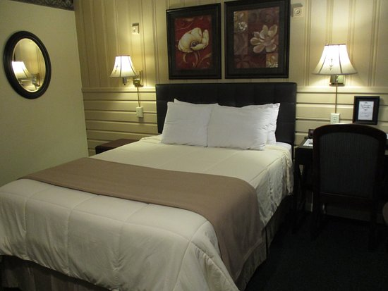 Amherst, VA: One Queen Room