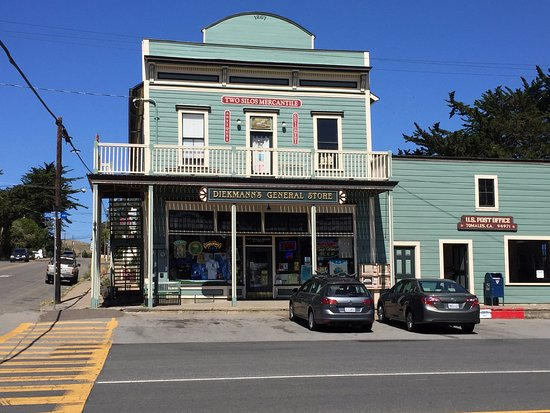 Tomales, Kalifornien: Store across the street