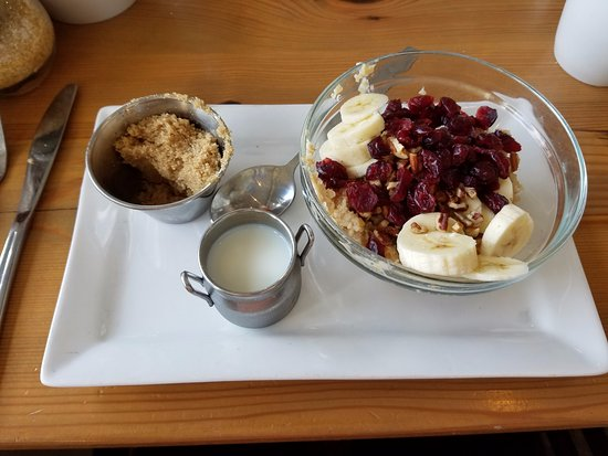 Snellville, GA: Oatmeal with cranberries, bananas and brown sugar - Very good